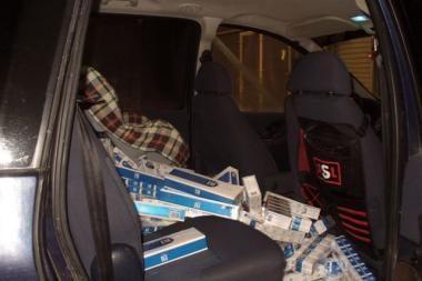 Kelių policininko automobilyje – kontrabandinės cigaretės