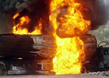 Lenkijos pasienyje sudegė 12 sunkvežimių