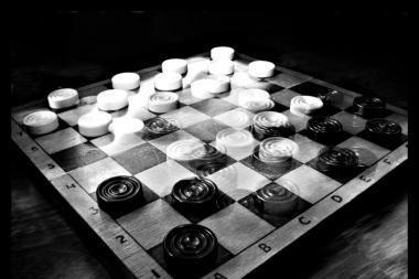 Vilnietis E.Bužinskis - Europos veteranų šaškių čempionas!