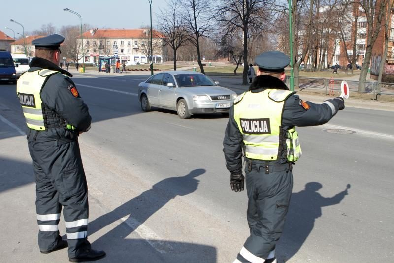 Policijos pareigūnai savaitgalį tikrins, ar kolegos vairuoja blaivūs