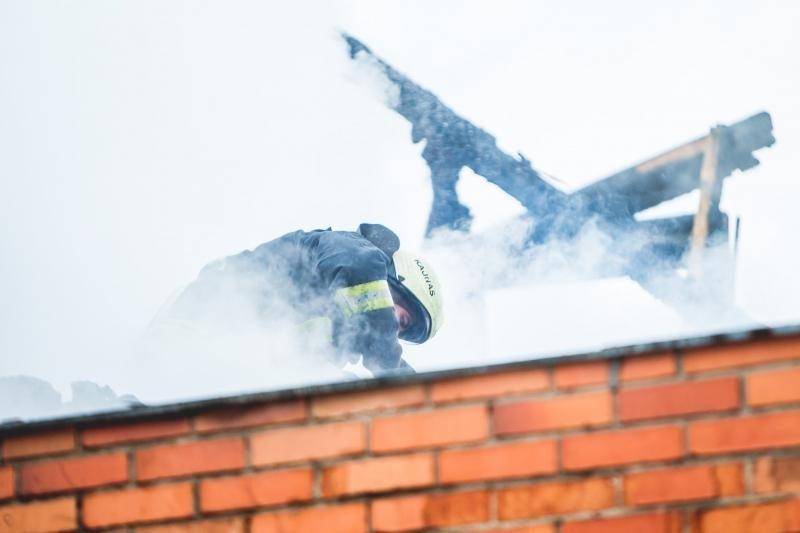 Vilniaus      rajone     dega      namas