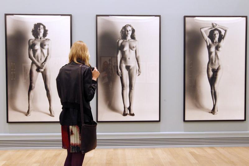 Paryžiuje atsidarė erotinės mados fotografijos paroda