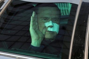 Užpuoliko sužalotas S.Berlusconi išėjo iš ligoninės
