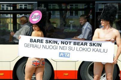 Vilniuje - nuogalių protestas už gyvūnų teises