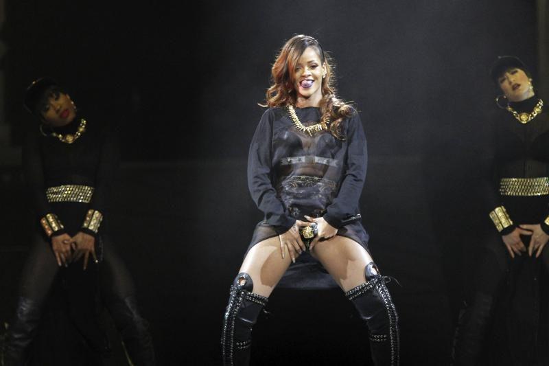 Atlikėjos Rihanna koncertas Los Andžele: vulgaru ar seksualu (foto)