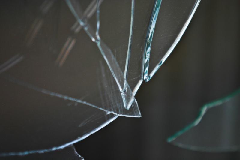 Lažybų salono langą išdaužęs panevėžietis parems nusikaltimų aukas