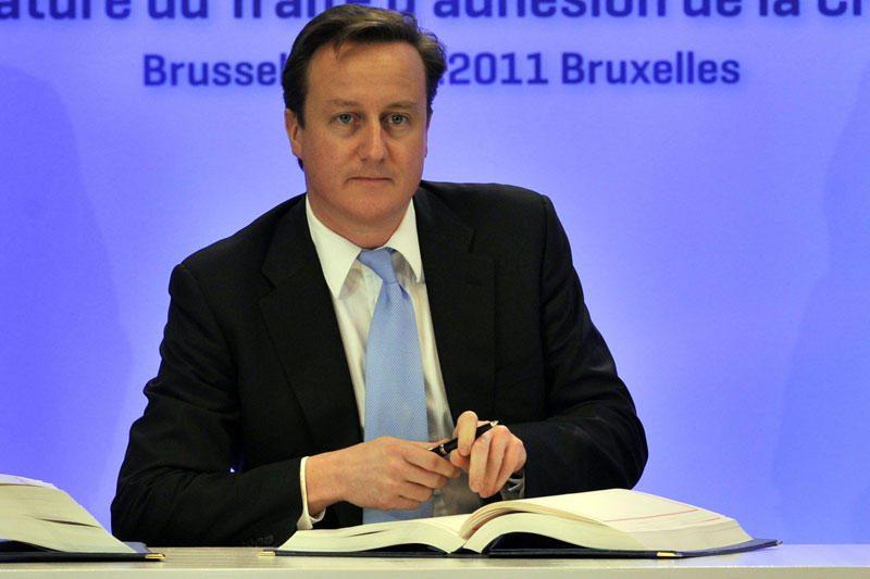 Atsistatydino už pinigus su D.Cameronu suvesdavęs konservatorius