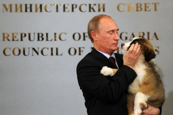 V.Putinas iš Bulgarijos išvyko su dujotiekio tiesimo sutartimi ir nauju šuniu