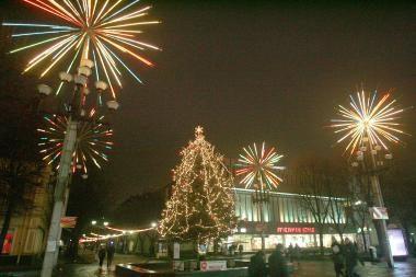 Miestas prieš Kalėdas nušvis tūkstančiais lempučių