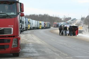 Latvijos - Rusijos pasienio punktuose eilėse laukia po pusę tūkstančio vilkikų
