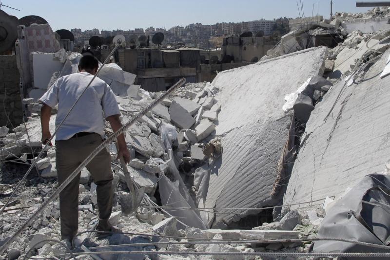 Sirijos sukilėlius Alepe atakuoja B.al Assado pajėgų tankai