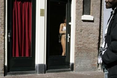 Amsterdamas: laisvo elgesio merginoms gresia nedarbas