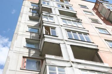 Girtas jaunuolis Vilniuje iškrito iš antro aukšto ir susilaužė stuburą