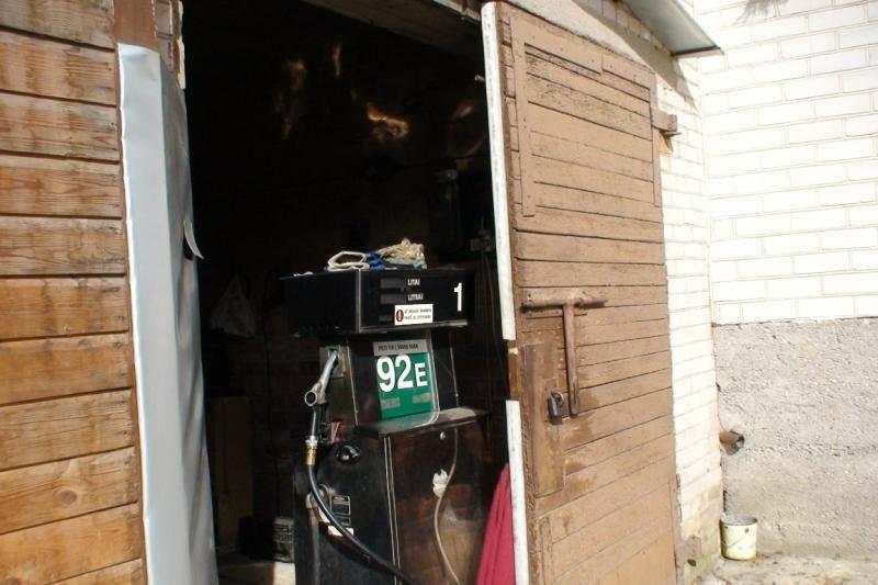 Nelegalus verslas garažuose: už 100 Lt – 27 litrai dyzelino