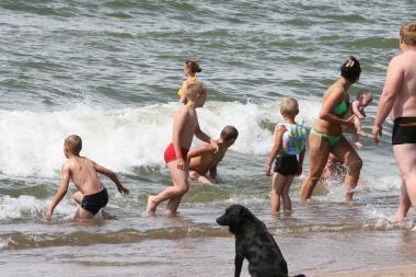 Paplūdimyje tėvai pamiršta vaikus
