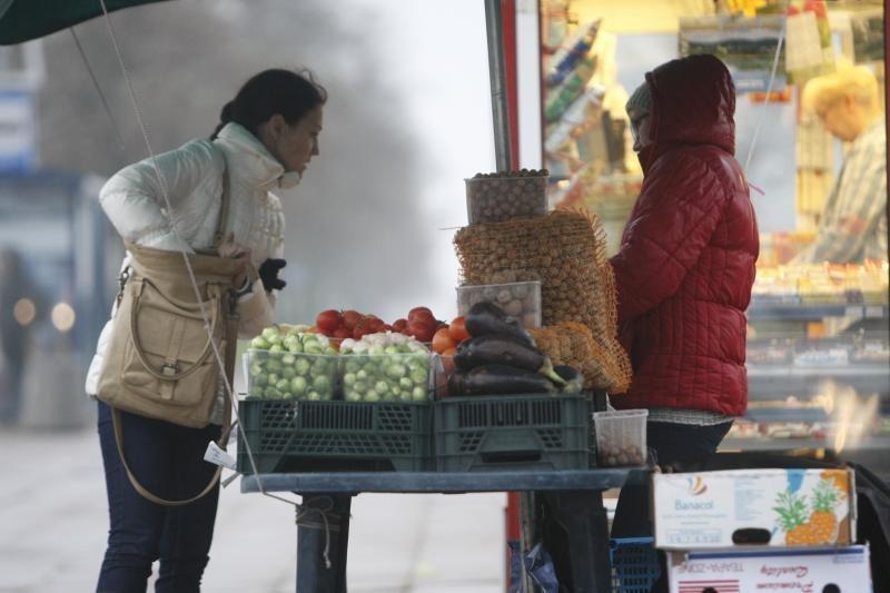 Ruošiasi uždrausti prekiauti gatvėse nefasuotomis bulvėmis