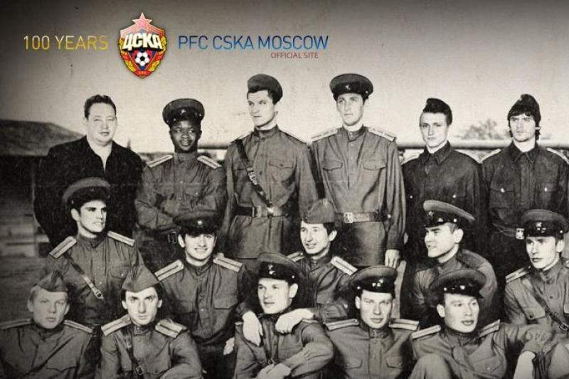 D.Šemberas pozavo su raudonarmiečių uniforma