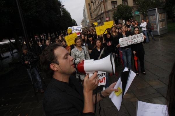 Studentai išsiuntė 3 tūkst. protesto laiškų į Vyriausybę (papildyta 14.15)