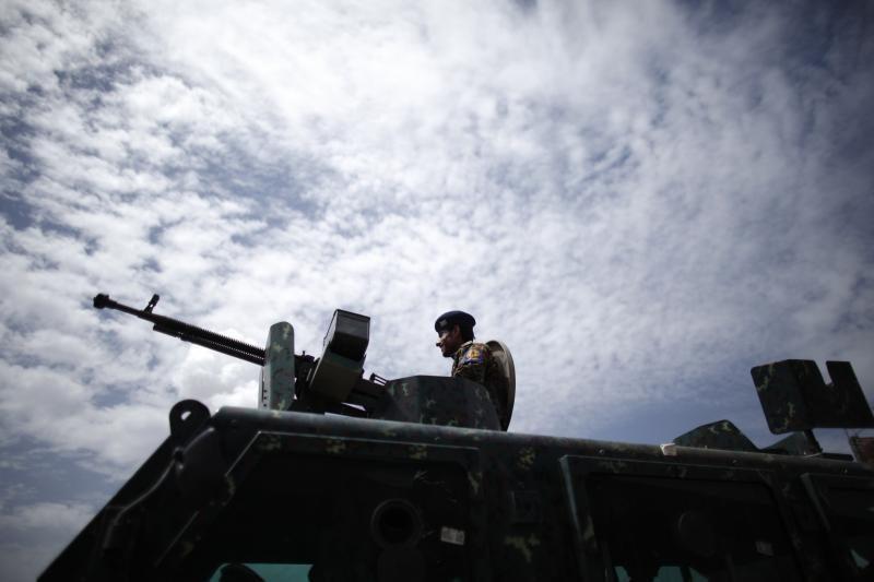"""Jemene įtariami """"al Qaeda"""" kovotojai nužudė 3 oro pajėgų pulkininkus"""