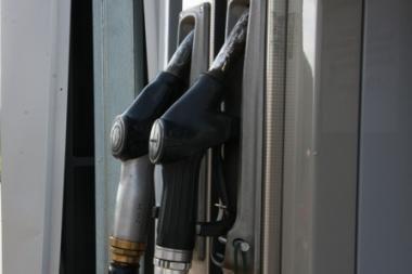 Benzino kaina šalyje jau perkopė 4,4 lito