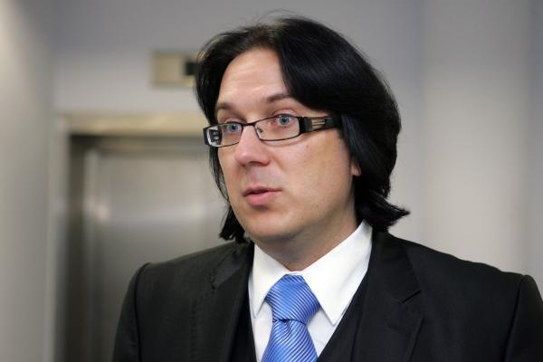 Prisiekė naujas Seimo narys A.Burba,  koalicija atgavo formalią daugumą