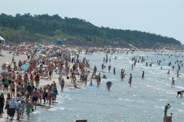 Pliaže kovos su lėbautojais