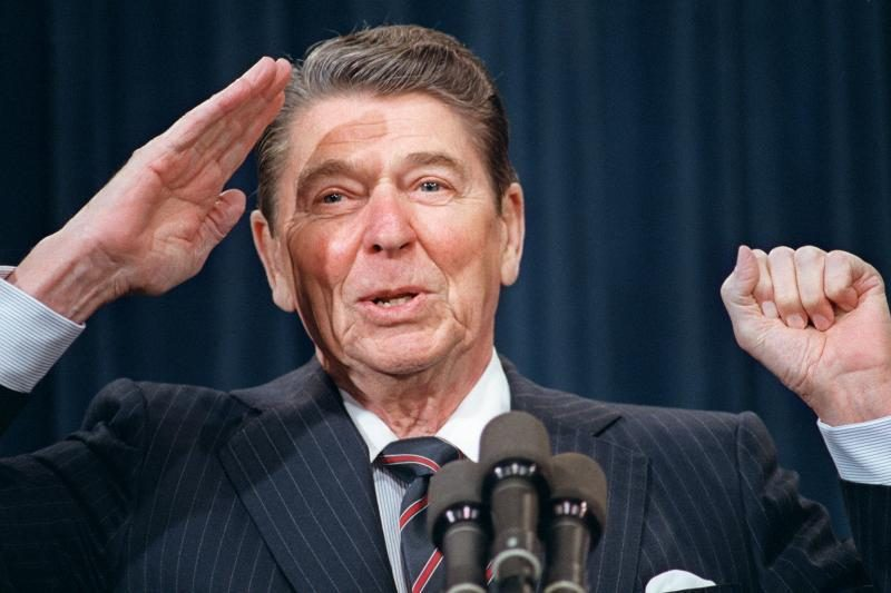Sh. MacLaine: R. Reaganas tapo prezidentu, nes taip jam liepė ateiviai