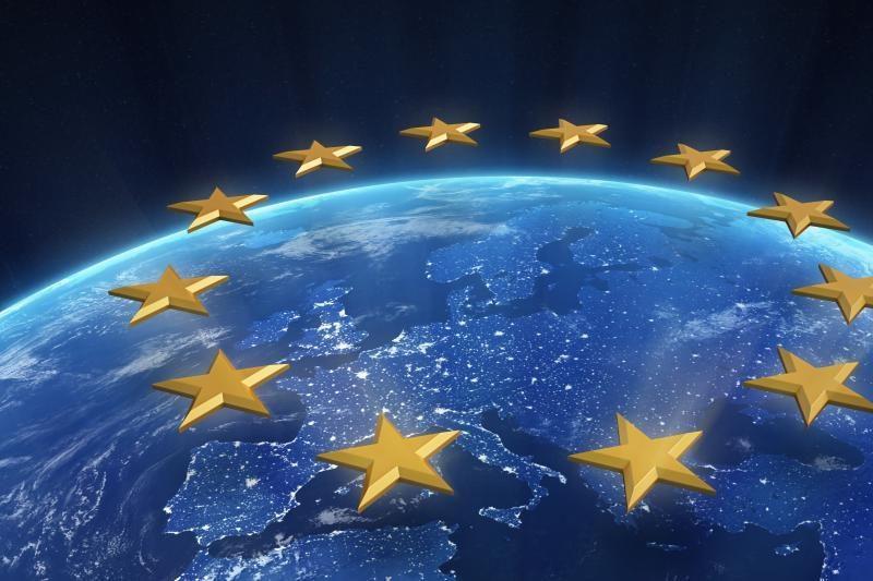 """ES patvirtino """"istorinį"""" susitarimą dėl bankų priežiūros"""