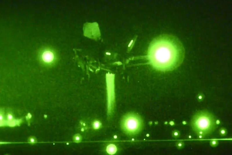 Amerikiečių naikintuvas F-35B pirmąkart nutupdytas vertikaliai