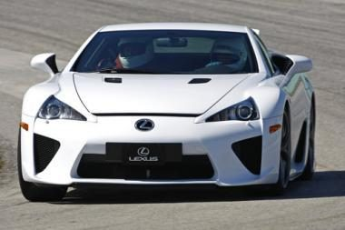 "Japonai išpirko visus 165 ""Lexus LFA"""