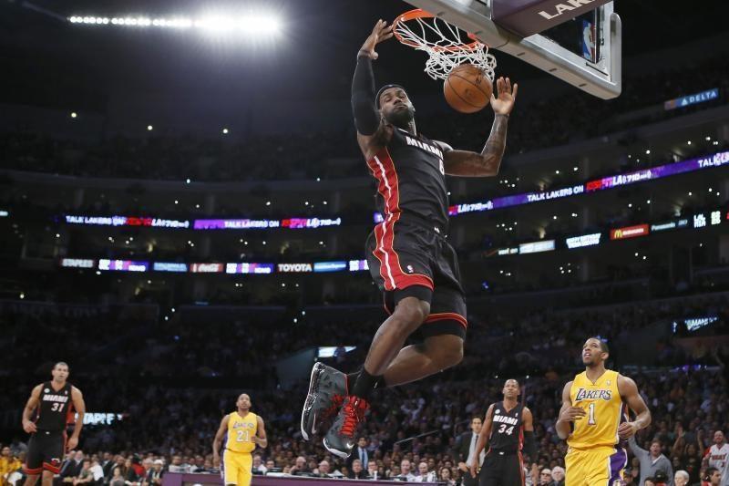 """Paskutines minutes chaotiškai puolę """"Lakers"""" kapituliavo prieš """"Heat"""""""