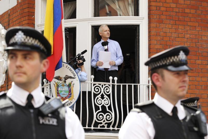 """Assange'as paragino Obamą nutraukti """"raganų medžioklę"""""""