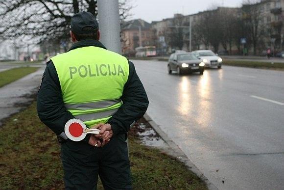 Policijos reidas: bus tikrinami krovininiai automobiliai ir autobusai