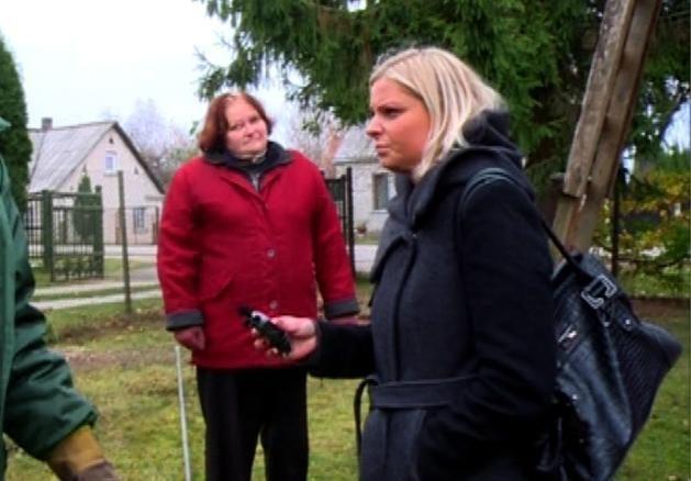 Daugybės nelaimių ištikta moteris televizijoje pavadino save prakeikta