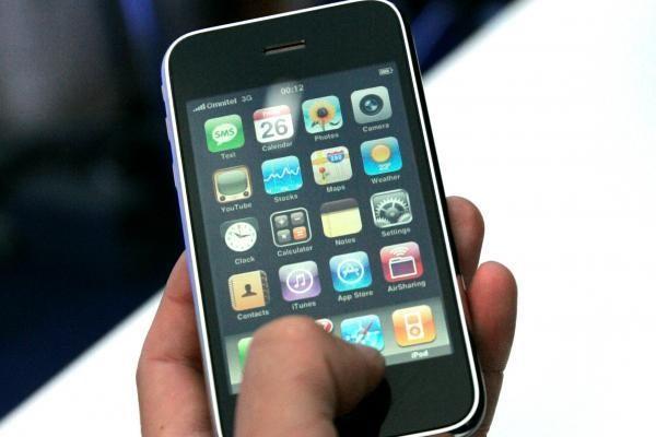 """""""iPhone 3G"""" prekyba prasidėjo be ažiotažo ir minių (video)"""