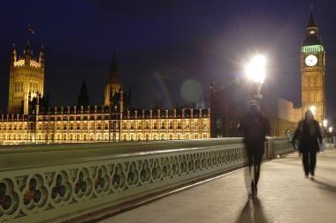 Didžiosios Britanijos valdžia lobsta, o tauta kenčia skurdą