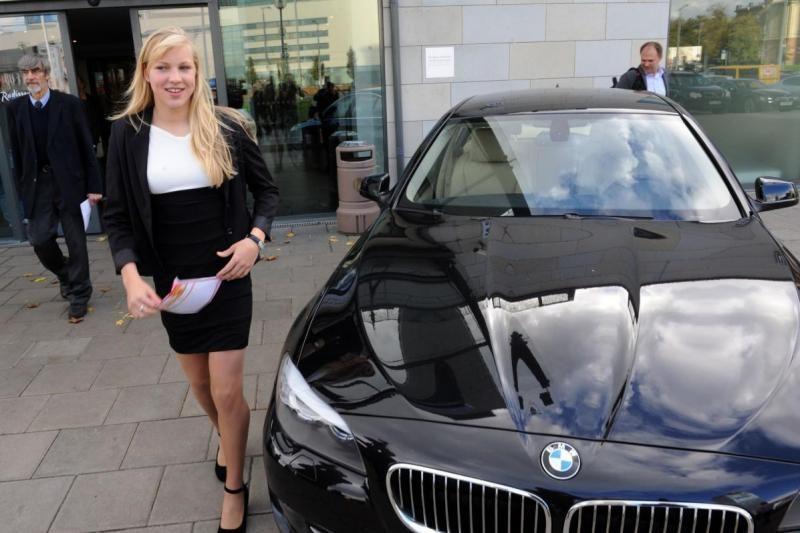 BMW raktelius grąžinusi R.Meilutytės šeima: mums labiau reikia pinigų