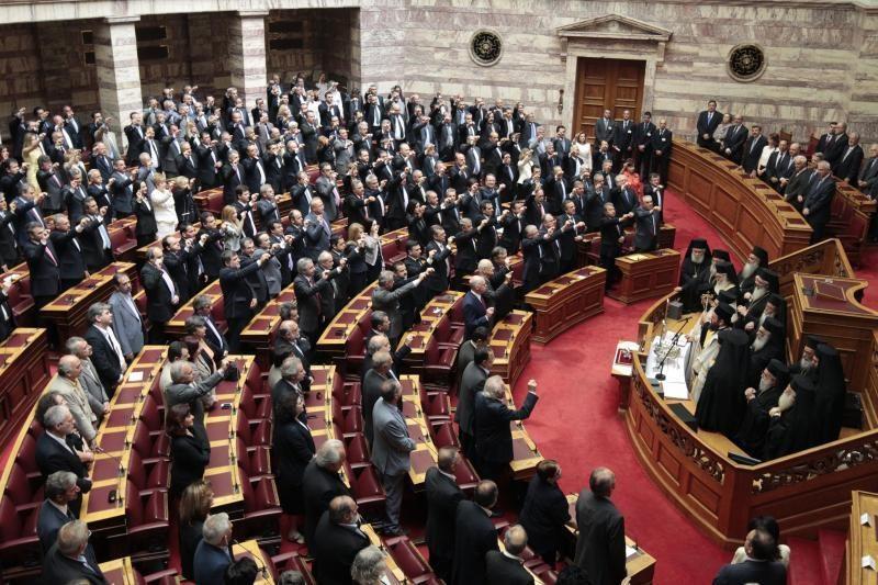 Graikijoje prisaikdinti parlamentas ir laikinoji vyriausybė