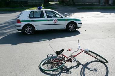 Po sunkvežimio ratais žuvo dviratininkas