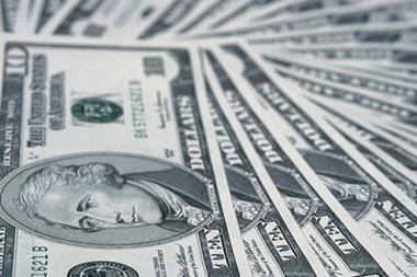 Klientai baro sienas išklijavo doleriais