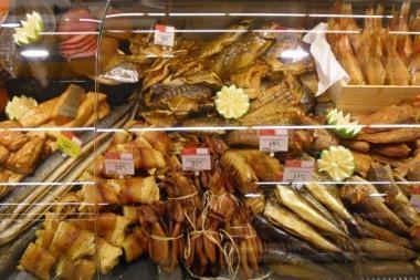 """Sostinės Akropolio """"Maximoje"""" atidaryta mėsos ir žuvies gaminių rūkykla"""