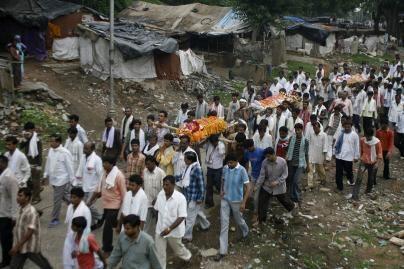 Per sprogdinimus Indijoje žuvo 39 žmonės