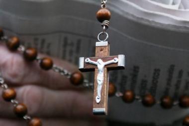 Mokyklų direktoriai: kryžiaus per prievartą nepamilsi