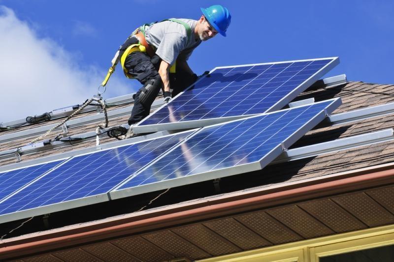 Nanolaidai gali padėti įveikti saulės elementų efektyvumo ribą