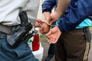 Sostinėje sučiupti automobilio žibintus bandę pavogti jauni vyrai