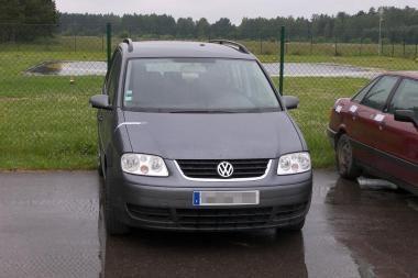 Baltarusis Lietuvoje nusipirko, įtariama, vogtą automobilį