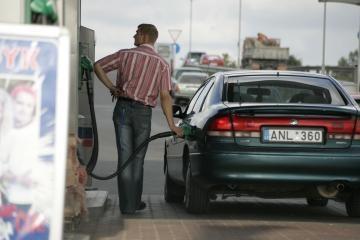 Didėja naftos ir degalų kainos
