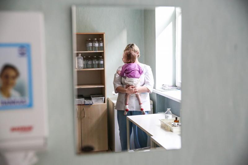 Medikai: globos namuose mergaitė išseko dėl nepriežiūros