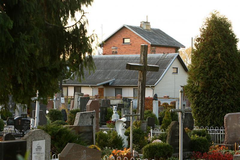 Mirties kaimynystė ne baugina, bet ramina