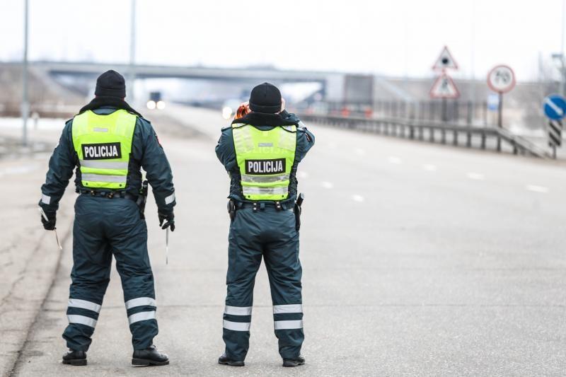 Panevėžio policininkai kelių chuligano nesustabdė net šūviais